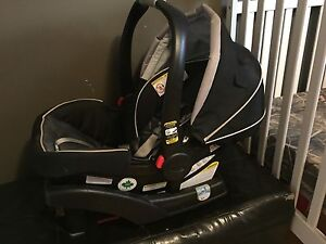 Graco Snugride 35 Car seat and stroller .