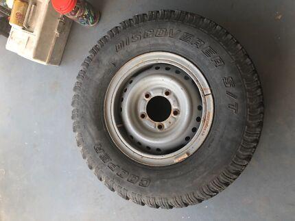 Land cruiser split rims and tyres