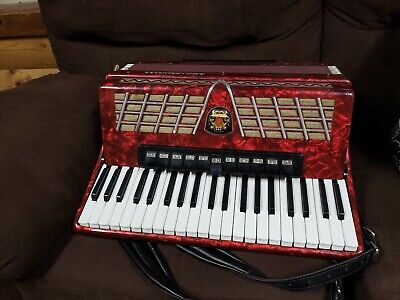 Royal Standard, 120 Bass, Nice Piano Accordion, made in Germany, New Straps 1251