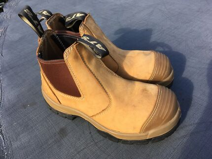 Boots steel toe size 6 1/2