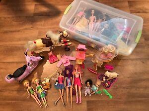 Ensemble de 18 poupées Barbies