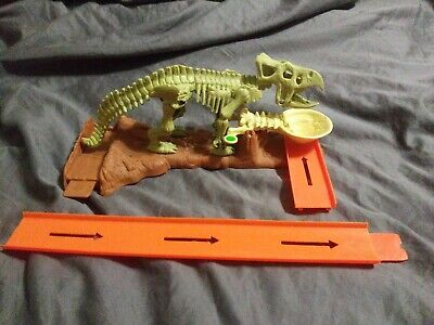 2008 Mattel Hot Wheels Trick Tracks Tail Dino Bash Set complete no car