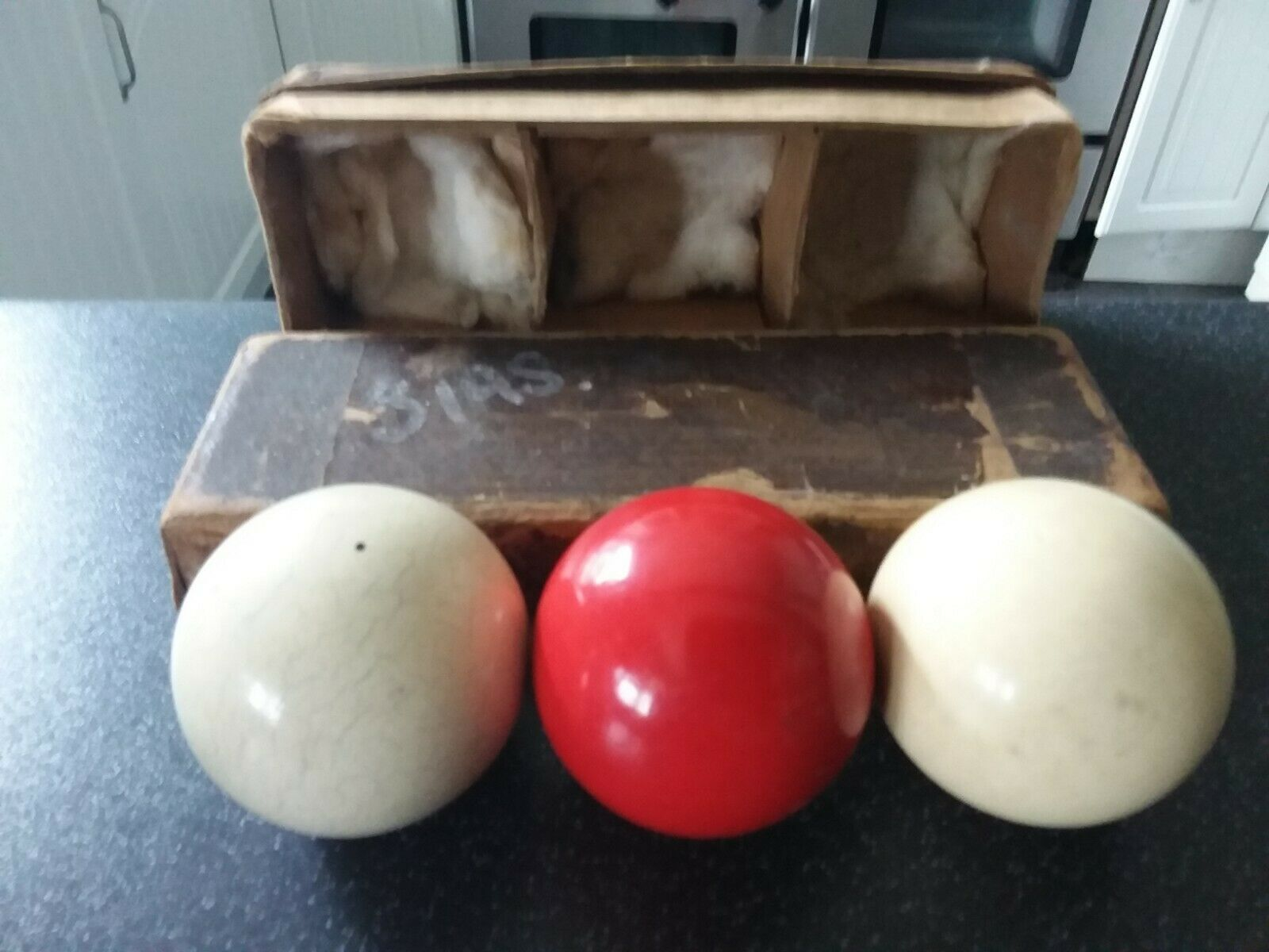 SET OF 3 VINTAGE BILLIARD/SNOOKER BALLS IN A BOX