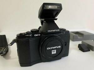 Olympus OM-D E-M5 Micro 4/3rds DSLR Body   Accessories Roleystone Armadale Area Preview