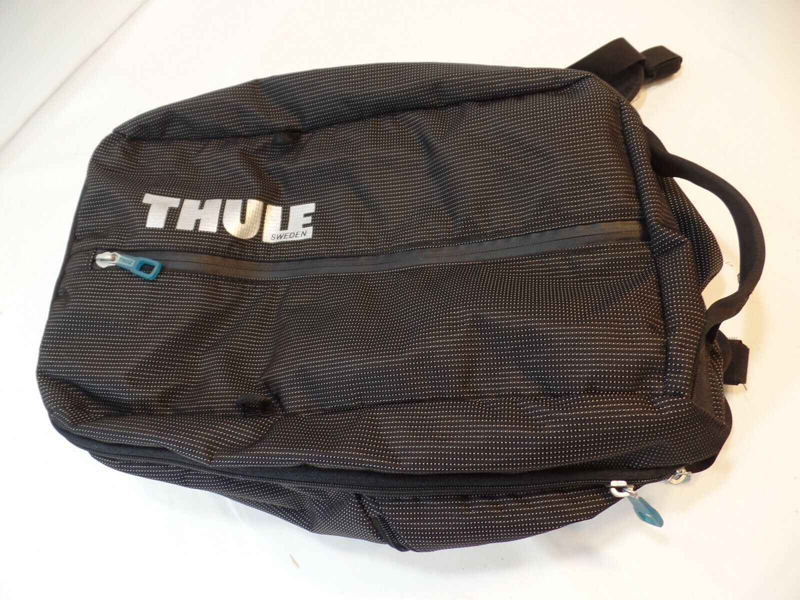 THULE Day Pack Backpack Commuter Laptop Work Bag 20 CLEAN  - $45.00
