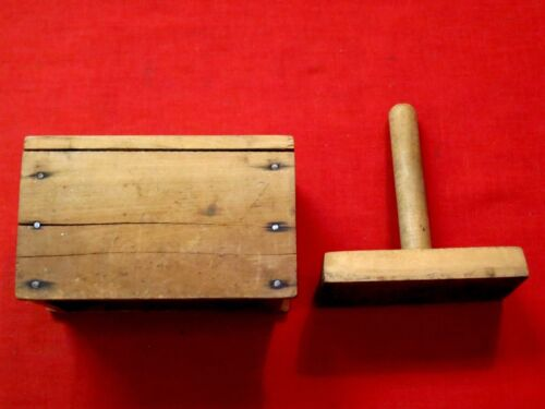 OLD SMALL WOODEN HAND PRESS