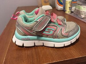 Sketchers shoes size 7 (fit on the small side)