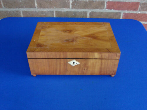 ANTIQUE WOOD SEWING BOX
