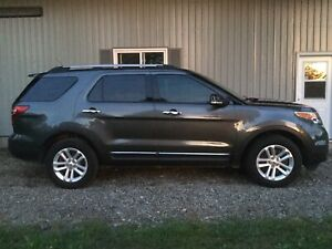 2015 Ford EXPLORER 4WD LOW KMs