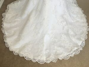 Lace Ivory strapless wedding dress