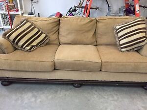 Couches Ashley Furniture