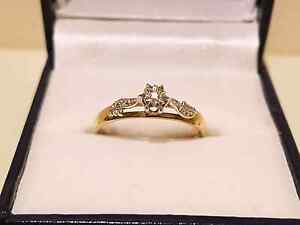 Women's  genuine  gold  and diamond ring Roxburgh Park Hume Area Preview
