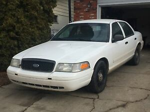 2011 ford crown Victoria $3999 obo need gone