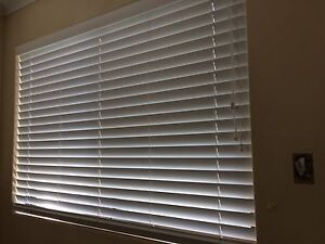 Near new Timber look Venetian Window Blinds in White (2 set) Maroubra Eastern Suburbs Preview