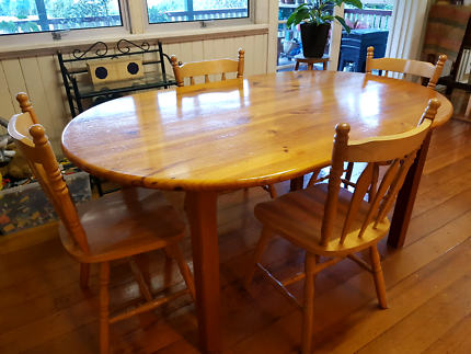 Dining table and bonus 5 chairs $150 ono