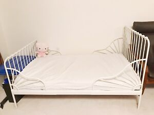 Toddler extendable bed - IKEA MINNEN with mattress and bedding