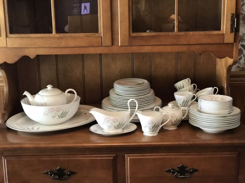 Vintage Pastoral by SHELLEY ENGLAND Fine Bone China Complete Service For 8