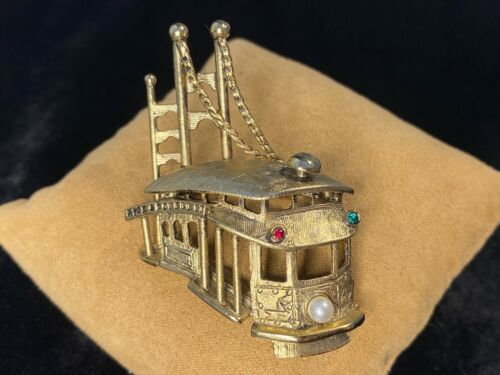 Vintage Hyde & Powell St. San Francisco Cable Car Dimensional Brooch Pin Signed