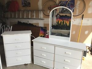 Dressers & Day Bed Set
