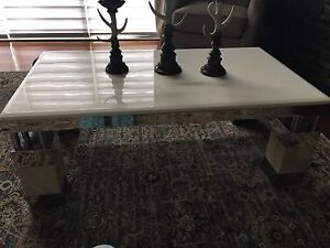 Coffee table with two end table