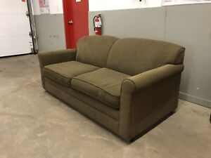 Green Hide A Bed Couch **** Free Delivery Included ****