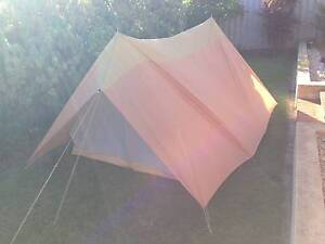 Tent 2-3 Person, Quality Tent But Selling Cheap with damaged flap Wanneroo Wanneroo Area Preview