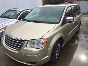 2010 Chrysler Town & Country Limited, Leather