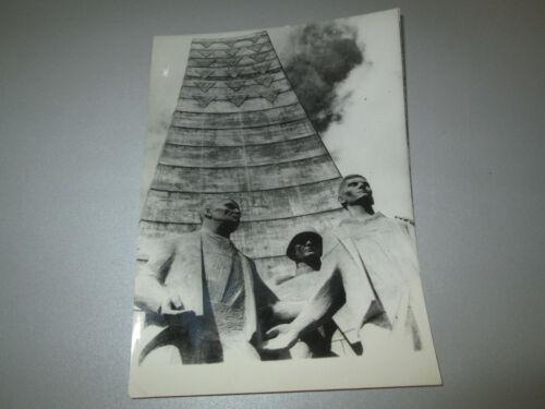 Pressefoto Konzentrationslager Sachsenhausen Skulptur Befreiung Rene Graetz 1961