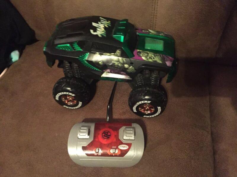 NECA Marvel RidemakerZ The Hulk Smash Toy RC Car With Remote Control