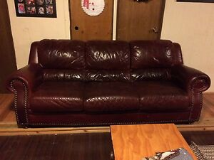Burgundy leather couch- BEST OFFER Cambridge Kitchener Area image 2