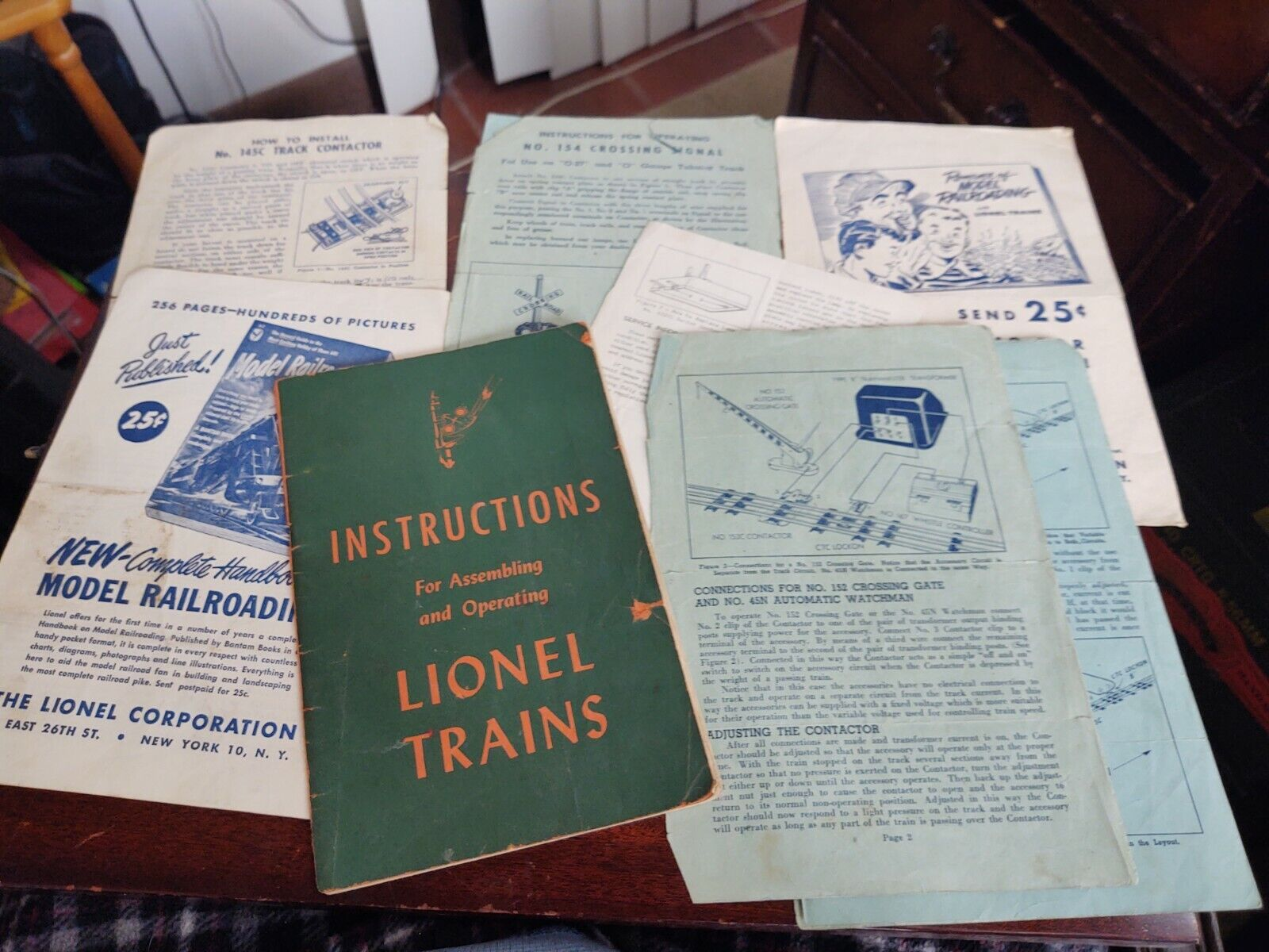 1946 Instructions For Assembling Operating Lionel Trains WITH EXTRAS  - $16.99
