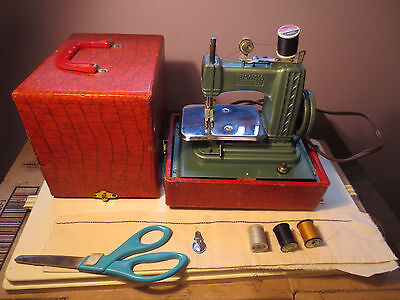 GIBRALTAR BETSY ROSS Model 707 Toy Sewing Machine Works KID Sew CHEAP CLEAN Gift