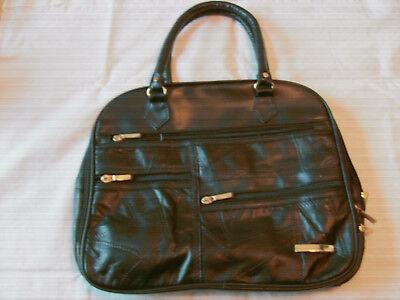 Schwarze Lederhandtasche mit Schultertrageriemen, Neu, B 32 x H 26 cm