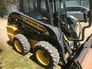 NEW HOLLAND L220 SKID STEER