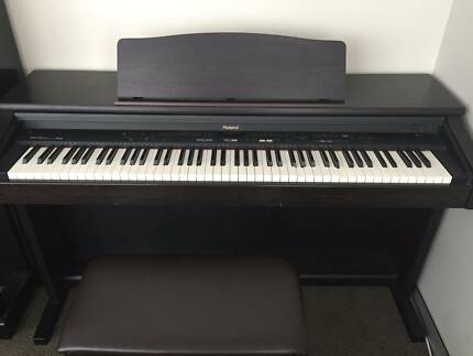 Roland Digital Piano KR370 excellent second hand condition
