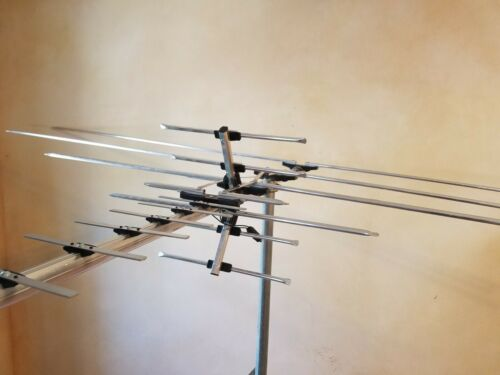 250 Mile Long Range HDTV1080p Outdoes 990 m TV Antenna Digital UHF/VHF FM Radio