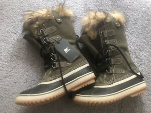 SOREL women snow boots size 6.5-7