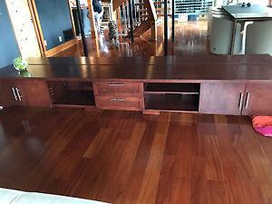 1 meuble console et 1 meuble télévision  en bois massif