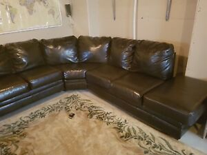 Brown leather sectional couch / Sofa sectionel en cuir brun