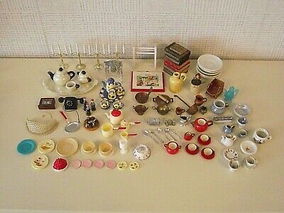 LARGE JOB LOT OF VINTAGE DOLLS HOUSE ACCESSORIES