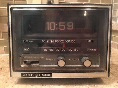 General Electric Model 7 4415A Flip Clock Alarm Am Fm Radio Vintage Polystyrene