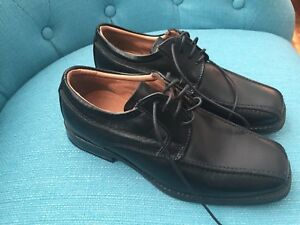 Boys dress shoes Sz 2.5-3