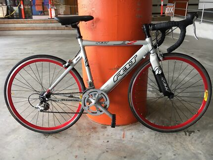 FELT B2 ROAD BIKE IN EXCELLENT CONDITION