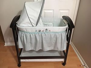 Summer Infant Classic Comfort Wood Bassinet - Turtle Tale