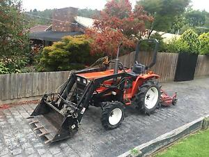 Hinomoto 4x4 front end loader tractor with slasher Boronia Knox Area Preview
