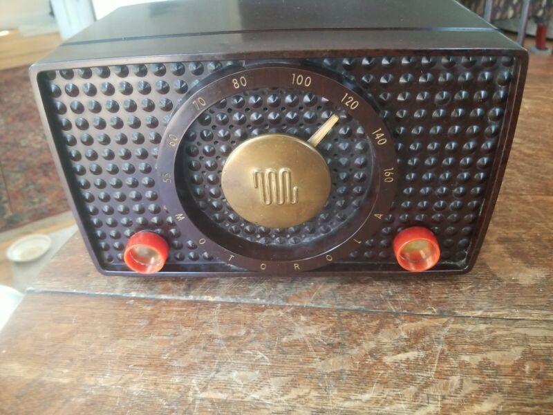 Vintage Motorola Model 5H1 Tabletop Radio Working!