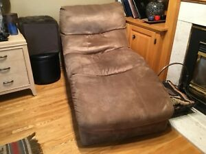 leon's chaise lounge chair $150