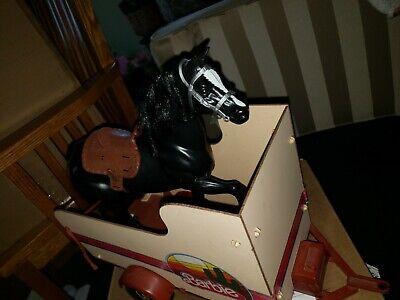 VINTAGE 1970'S MATTEL BARBIE HORSE HAULER TRAILER WITH HITCH & BLACK HORSE