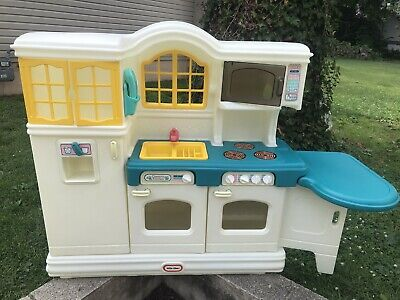 Little Tikes Country Kitchen Super Nice! W/accessories