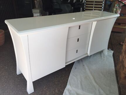 Side buffet table high gloss white Raymond Terrace Port Stephens Area Preview